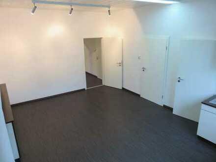 Büro-/Praxisräume in Toplage Waldhausen bei Schorndorf EG verkehrsgünstig gelegen