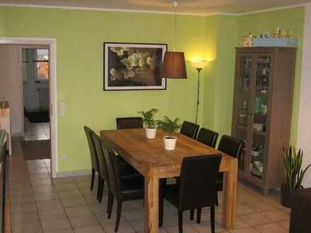 Attraktive 4-Zimmer-DG-Wohnung mit Balkon in Niedernberg