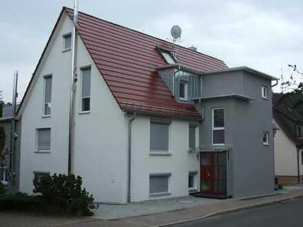 Gepflegte 5-Zimmer-Hochparterre-Wohnung mit Balkon in Rudersberg