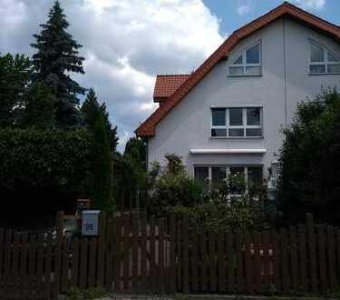 Schönes Haus mit sechs Zimmern in Schönefeld OT Großziethen