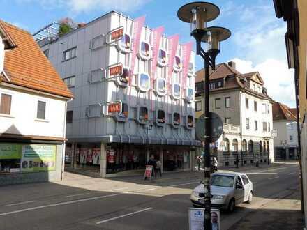 Geschäfts- und Wohnhaus im Zentrum der Stadt