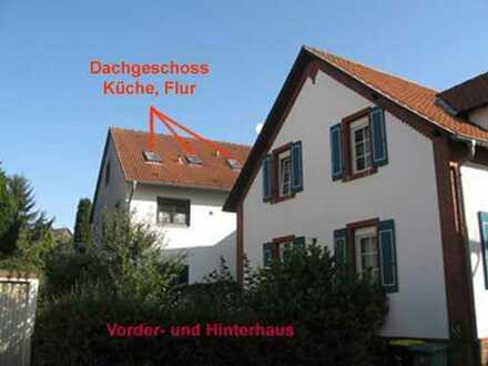 Helle 3-Zimmer Dachgeschoßwohnung Details unter: www.leider-verpasst.de