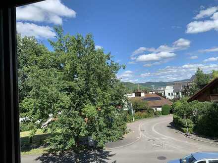 Toll geschnittene, helle 3 Zimmer Wohnung mit Balkon und Blick ins Grüne