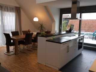 Exklusive 3-Zimmer-DG-Wohnung mit Dachterasse und Einbauküche in Asperg