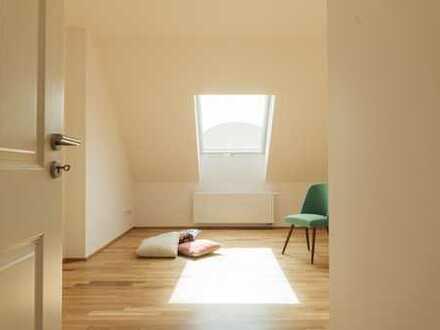 Wohnen im Dachgeschoss - neu saniert - direkt an der Karl-Heine-Straße