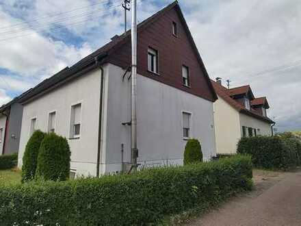 Renovierungsbedürftiges, freistehendes Einfamilienhaus mit kleinem Garten!