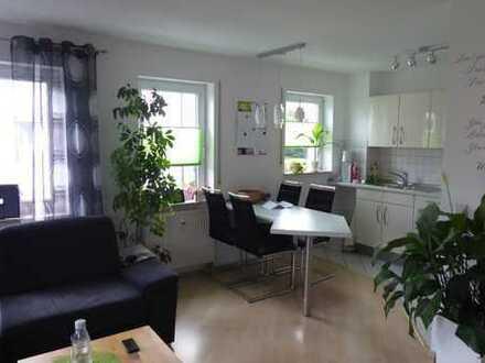 Provisionsfrei: Helle 2,5 Zimmerwohnung in ruhiger Lage mit EBK, Südbalkon und Garage