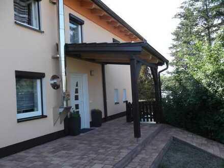 Schönes Haus mit sechs Zimmern in Dingolfing-Landau (Kreis), Dingolfing