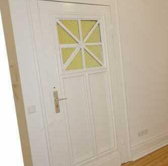 Schöne geschnittene 4 Zimmer-Altbauwohnung mit Wohnküche