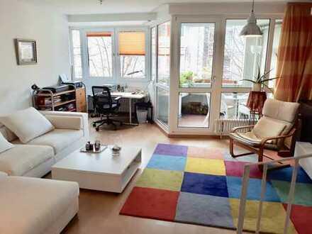 Helle und Ruhige Maisonette-Wohnung mit Balkon und Einbauküche in Sülz, Köln