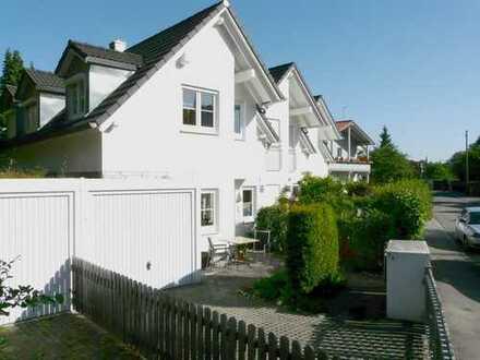Nähe U3: exklusiv ausgestattetes Haus mit Einbauküche, Kleiderschränken, 2 Bädern und Kachelofen