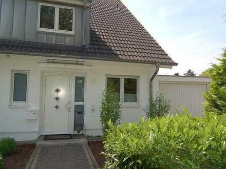 Hochwertige DHH! Modernes Interieur! Studio, 2 Designerbäder! Vollkeller, Garten, Terrasse, Garage!