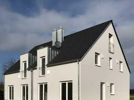 Moderne Doppelhaushälfte in ruhiger Lage, mit fünf Zimmern, Nähe Moosburg, Wang - Erstbezug