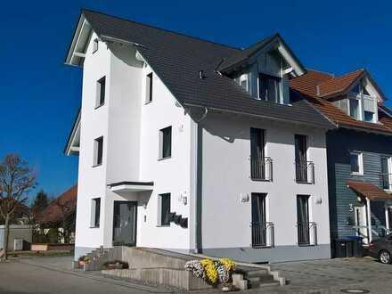 Top 3-Zimmer-EG-Wohnung mit Balkon und EBK in einem 3-FamHaus in Rheinhausen