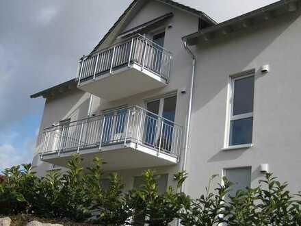 Neuwertige Dachgeschosswohnung mit drei Zimmern und Balkon in Stühlingen
