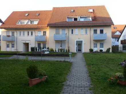 Schöne 2,5 Zimmer Wohnung im 1.OG mit Balkon,EBK und TG-Platz in Oberjesingen, WM 780€