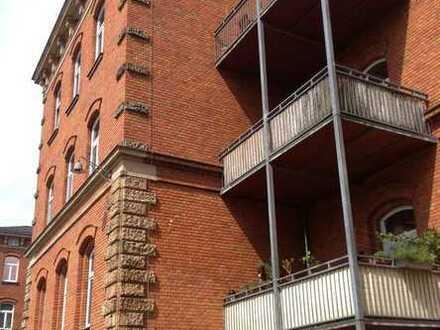 Helle 3,5-Zimmer-Wohnung mit Balkon und hohen Decken in saniertem Altbau
