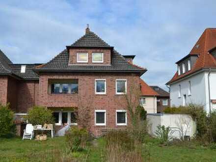 Gepflegtes Dreifamilienhaus mit Blick in Nettetal und guter Wohnlage.