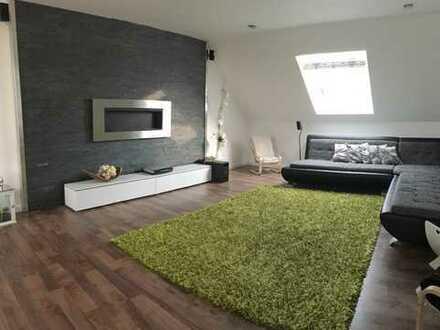 Provisionsfrei!! Moderne, komplett sanierte 4-Zimmer-Wohnung mit Einbauküche in bester Lage