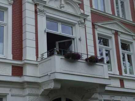 Modernisierte Altbauwohnung mit original Stuck und Balkon im Zentrum