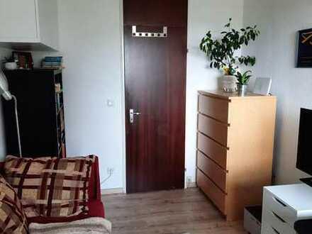 Mitbewohnerin für 2er Katzen-WG in großer Wohnung gesucht / Looking for a flatmate (f) in shared fla