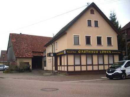 Baugrundstück nahe Ortsmitte mit Haus aus dem 18. Jhd. und Scheune.
