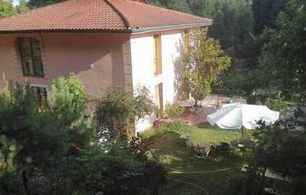 Romantische Villa mit südländischem Flair in ruhiger Aussichtslage mit Swimmingpool, Garten