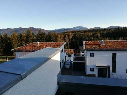 Neubau Doppelhaushälfte mit 6,5 Zimmer und Bergblick