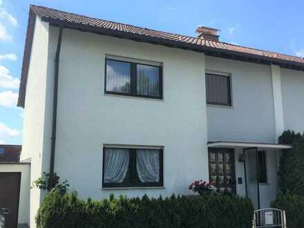 Gepflegte 7-Zimmer-Doppelhaushälfte mit Einbauküche in Neuhausen auf den Fildern, Neuhausen