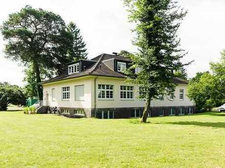 Arbeiten im Park, Rechtsanwaltskanzlei, Hausverwaltung und Ing.-Büro suchen Untermieter
