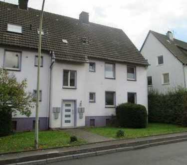 IM GRÜNEN + STADTNAH, DG, ca. 60 m², 3 Zi., KDB, HELL u. FRISCH RENOVIERT!