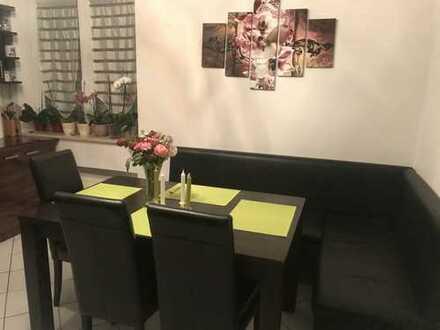 Stilvolle, sanierte 2-Zimmer-EG-Wohnung mit Balkon in Unterhaching