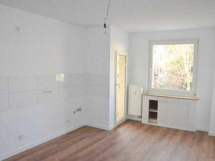 Komplett renovierte 3 Zimmer Wohnung mit Balkon in ruhiger Lage in D-Benrath!