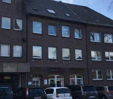 Renovierte, großzügige 3-Zimmer-Wohnung mit Balkon und Aufzug im Stadtzentrum von Rees