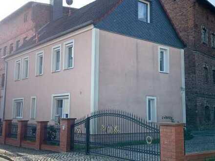 1-Familienhaus auf 3 Etagen mit Hof,Garage,Fußbodenheizung,Badewanne,Alarmanlage,Klimaanlage etc.
