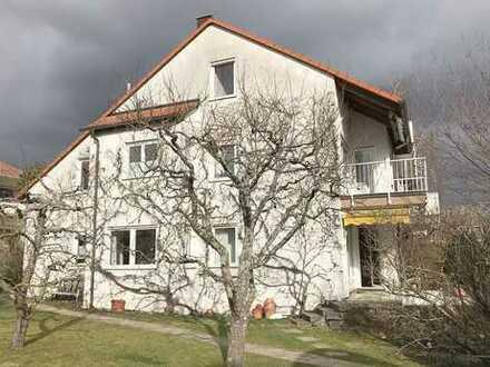 Großzügiges Eckhaus mit Garten, Garage und Stellplatz