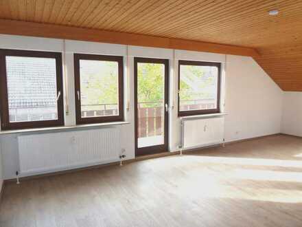 Helle, sonnige 2 Zimmer Dachgeschoßwohnung mit großem Balkon und schöner Aussicht