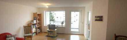 Holweide, 80qm, 3 Zimmer, Erkerzimmer, gr. Süd-West-Balkon, Gäste-WC, sehr guter Schnitt