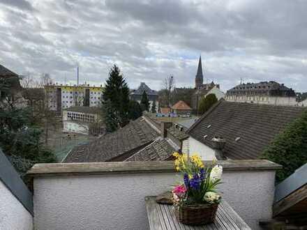 Sehr schöne, modernisierte 4-Zimmer WHG auf 2 Stockwerken im Dachgeschoss mit Loggia in Wiesbaden