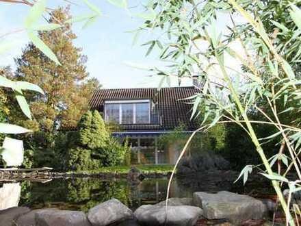 Freistehendes Einfamilienhaus mit großem Garten und separatem Garagenhaus in Düsseldorf- Urdenbach,