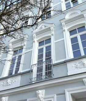 Helle vollst. sanierte Altbau 2-Zi-Wohnung in denkmalgesch. Haus mit gr. Südbalkon