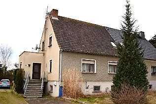 Doppelhaushälfte mit schönem Grundstück wartet auf Sie !