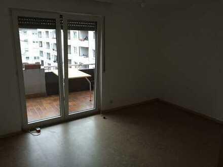 Neue WG! Teilmöblierte drei Zimmer mit zwei Balkone