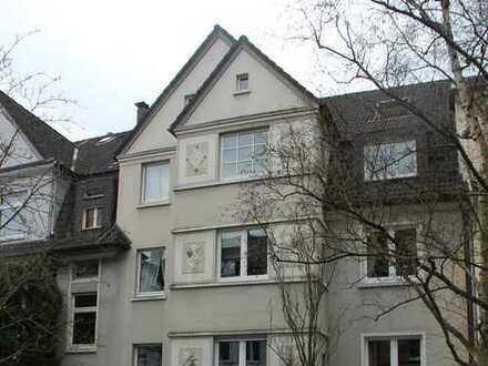 Loftähnliche kernsanierte DG-Wohnung Nähe Haumannplatz in ruhiger Seitenstraße