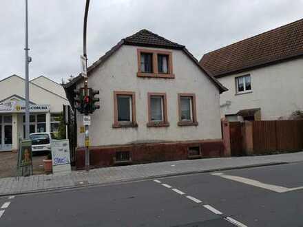 Baugrundstück auch interessant für Projektentwickler bebaut mit 2 Häusern in Ober-Roden (Rödermark)