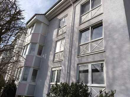 Gepflegte 3-Zimmer-Wohnung mit Einbauküche und Balkon in Karlsruhe-Waldstadt