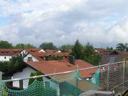 Elegante Dachgeschoss-Wohnung mit 2 Zimmern in zentraler Lage von Grafing bei München (S4)