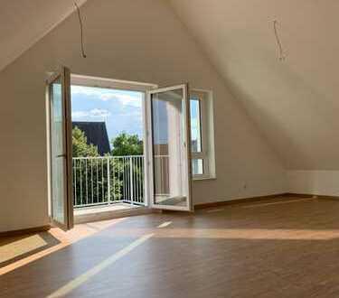 Neubau! Erstbezug! Stilvolle 3-Zimmer-Dachgeschosswohnung mit Balkon in Fürth