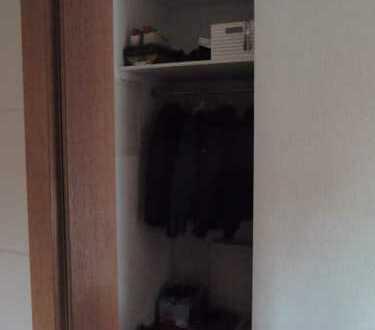 Exklusive, gepflegte 1-Zimmer-Wohnung mit Balkon und EBK in Königsbrunn