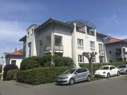 Schöne 2-Zimmer-Wohnung mit kleiner Terrasse und Tiefgarage - in ruhiger Wohnsiedlung